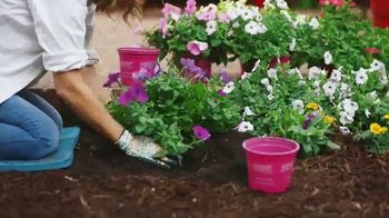 The Home Depot TV Spot, 'Flores anuales' [Spanish] - Thumbnail 5
