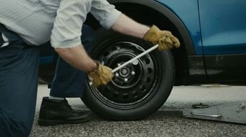 GEICO Emergency Roadside Service TV Spot, 'The Flat Tire Guitar Solo' - Thumbnail 7