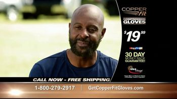 Copper Fit Compression Gloves TV Spot, 'Relief' Ft. Jerry Rice, Brett Favre - Thumbnail 10