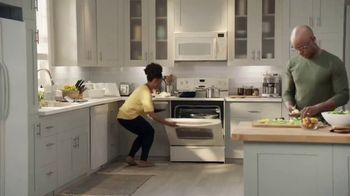 Lowe's TV Spot, 'The Moment: Oven' - Thumbnail 1