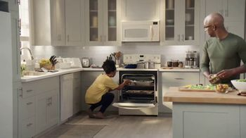 Lowe's TV Spot, 'The Moment: Oven' - Thumbnail 2