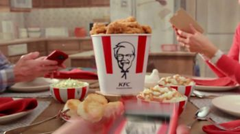 KFC $20 Fill Up TV Spot, 'Full Attention' - Thumbnail 2