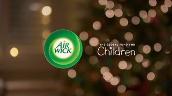 Air Wick Seasonal Scents TV Spot, 'Spread the Joy' - Thumbnail 9
