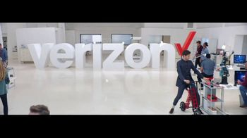 Verizon TV Spot, 'Google Pixel 2' Featuring Thomas Middleditch - Thumbnail 1