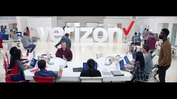 Verizon TV Spot, 'Google Pixel 2' Featuring Thomas Middleditch - Thumbnail 9