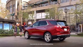2018 Chevrolet Equinox LT TV Spot, 'Everybody, Everywhere' [T2] - Thumbnail 5
