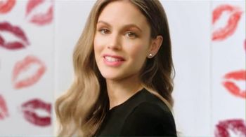 ChapStick Total Hydration TV Spot, 'Enhance Your Natural Lip Color' - Thumbnail 4
