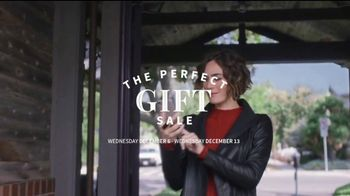 JoS. A. Bank Perfect Gift Sale TV Spot, 'Executive Suits and Dress Shirts' - Thumbnail 2