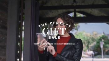 JoS. A. Bank Perfect Gift Sale TV Spot, 'Executive Suits and Dress Shirts' - Thumbnail 3