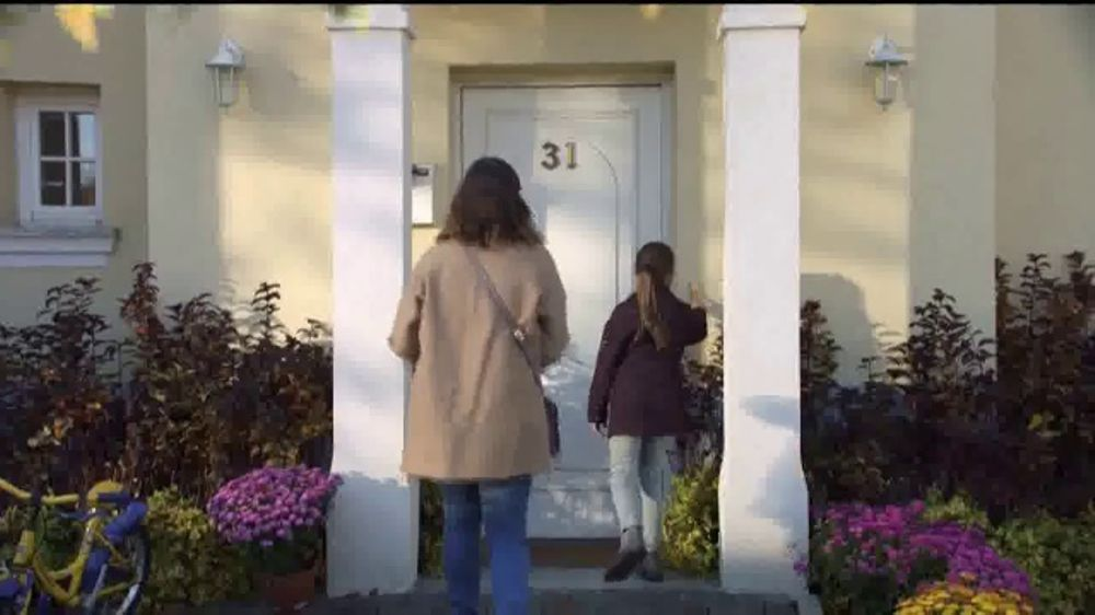 Lysol TV Commercial, 'Protege a tu familia'