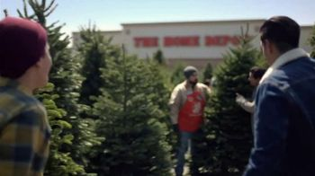 The Home Depot TV Spot, 'Juntos: árboles recién cortados' [Spanish] - Thumbnail 1