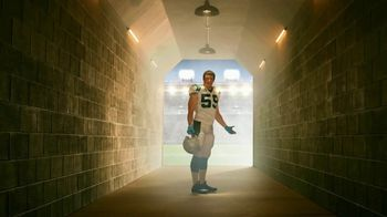 GEICO Homeowners Insurance TV Spot, 'Inside the Tunnel: Luke Kuechly' - Thumbnail 6