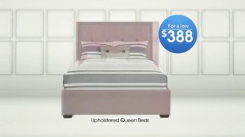 Rooms to Go TV Spot, 'Upholstered Queen Beds' - Thumbnail 4