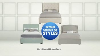 Rooms to Go TV Spot, 'Upholstered Queen Beds' - Thumbnail 7