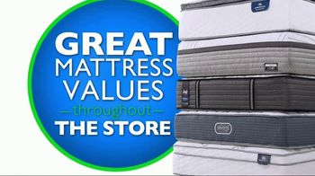 Rooms to Go Mattress Month TV Spot, 'King for a Queen Price' - Thumbnail 6