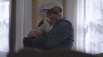 Hallmark TV Spot, 'Stories of Caring: The Healing Chair' - Thumbnail 6