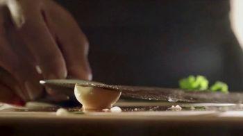 Walmart TV Spot, 'Cena navideña' canción de Luis Fonsi [Spanish] - Thumbnail 6