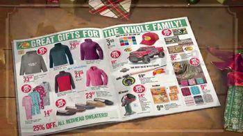 Bass Pro Shops Countdown to Christmas TV Spot, 'Santa's Wonderland: Hikers' - Thumbnail 7