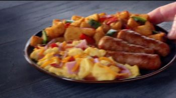Jack in the Box Country Scrambler Plate TV Spot, 'Morning Show' [Spanish] - Thumbnail 6