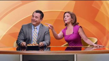 Jack in the Box Country Scrambler Plate TV Spot, 'Morning Show' [Spanish] - Thumbnail 7