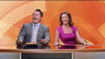 Jack in the Box Country Scrambler Plate TV Spot, 'Morning Show' [Spanish] - Thumbnail 8