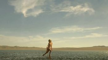Dior J'Adore Injoy TV Spot, 'Absolute Femininity' Featuring Charlize Theron - Thumbnail 6