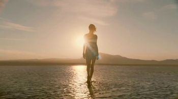 Dior J'Adore Injoy TV Spot, 'Absolute Femininity' Featuring Charlize Theron - Thumbnail 9