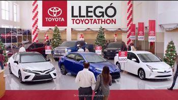 Toyota Toyotathon TV Spot, 'Celebrar las fiestas: 2018 RAV4' [Spanish] [T2] - Thumbnail 1