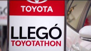 Toyota Toyotathon TV Spot, 'Celebrar las fiestas: 2018 RAV4' [Spanish] [T2] - Thumbnail 2