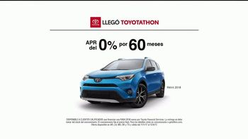 Toyota Toyotathon TV Spot, 'Celebrar las fiestas: 2018 RAV4' [Spanish] [T2] - Thumbnail 5