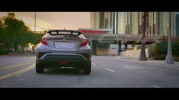 Toyota C-HR TV Spot, 'Flipping the Script: Rush Hour' [T1] - Thumbnail 8